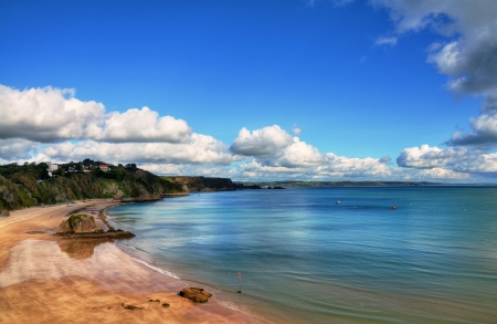 tenby wales: Stunning view of North Beach Tenby, with golden sands and a rippled pelucid sea, set against a glorious blue sky