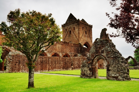 dumfries and galloway: Sweetheart Abbey, a Cistercian abbey located in Dumfries and Galloway, Scotland   Stock Photo