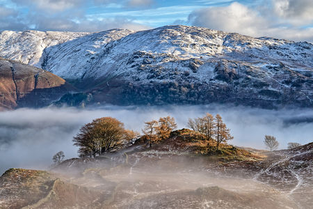 A snow covered mountain in the English Lake District. 免版税图像