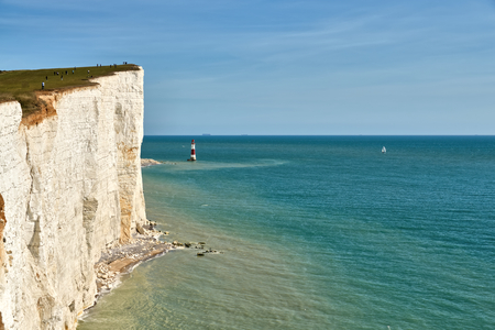 A view of Beachy Head lighthouse and the high chalk cliffs on the East Sussex coast. 免版税图像