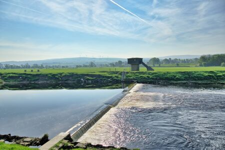 A weir on the River Lune near Lancaster 免版税图像