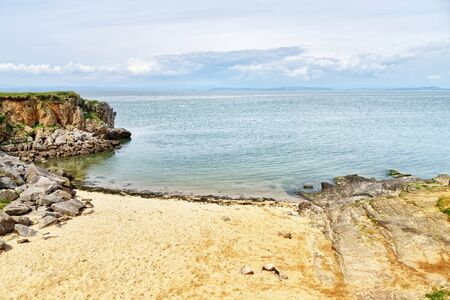 A secluded sandy bay on Heysham Head, a promitory near Morecambe, Lancashire, Northern England 免版税图像