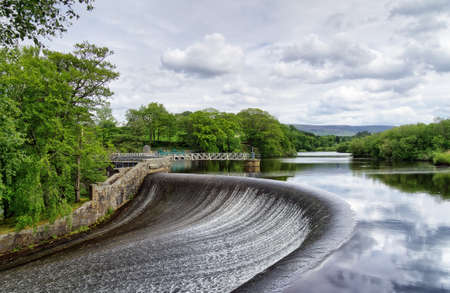 A dam on a reservoir in the Forest of Bowland, Lancashire, England 免版税图像