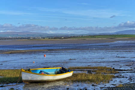 A small rowing boat on the shore at Sunderland Point 免版税图像