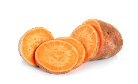 batata: Patata dulce aislado en el fondo blanco.