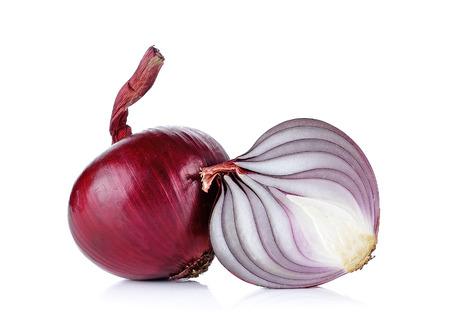 cebolla roja: Cebolla roja aislada en el fondo blanco.