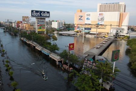 bout: PATHUMTANI THAILAND - NOVEMBER 8  ; Zeer Rangsit shopping center in Pathumtani outskirt  in the north of Bangkok full area of water flood  it will still to end of the month 8 October 2001