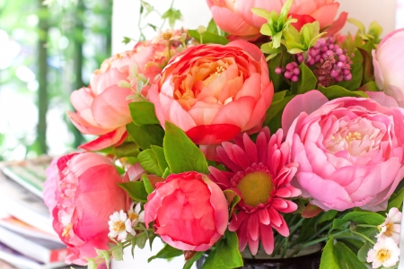 magenta flowers: flowers bouquet arrange for decoration in home Stock Photo