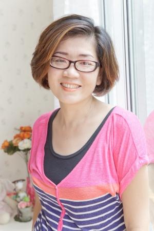 buena salud: cuarenta a�os de edad mujer asi�tica con buena salud