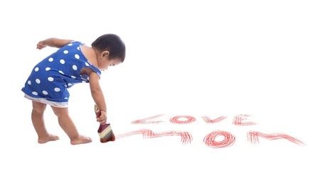 pinceau de couleur de peinture de bébé sur le plancher isolé sur fond blanc pour une utilisation polyvalente