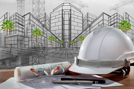 ingeniero civil: archivo de casco de seguridad y pland arquitecto en la mesa de madera con escena de la puesta de sol y de la construcción de edificios Foto de archivo