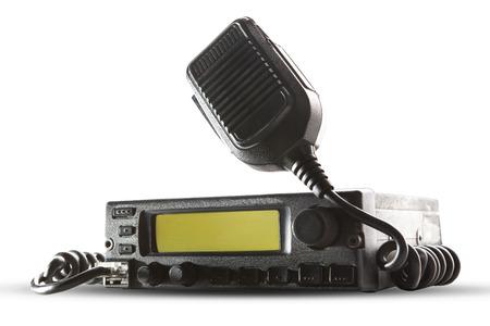 CB-Funk-Transceiver-Station und Lautsprecher Halten an Luft auf weißem Hintergrund Einsatz für Schinken-Anschluss und Amateur-Radio-Gangthema