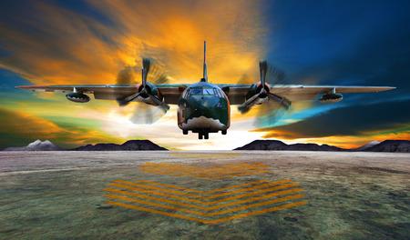 아름다운 어스레 한 하늘을 공군 활주로에 군사 비행기 착륙