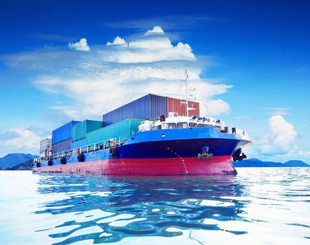 商業のコンテナー船海軍輸送用ビジネス輸入輸出入貨物物流業界の