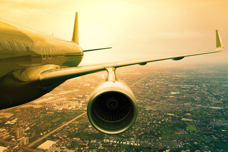 taşıma: Yolcu jet uçağı uçağı taşıma ve seyahat iş arka plan bulut scape kullanımı yukarıda flyin