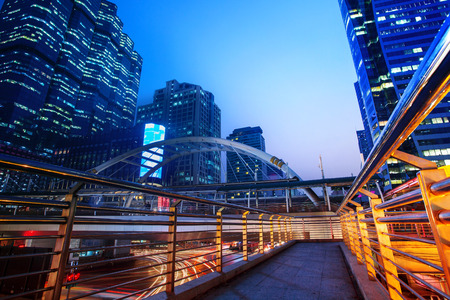 beautiful lighting city scape of skyline office building in heart business capital bangkok thailand this scene photography in important modern sky scraper landmark at dusky time 免版税图像