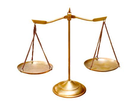 gerechtigkeit: Goldmessing Waagschale isoliert auf wei�em Hintergrund Einsatz f�r Mehrzweck-Objekt Lizenzfreie Bilder
