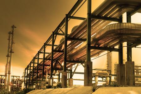 siderurgia: tubería industrial y la luz del sol
