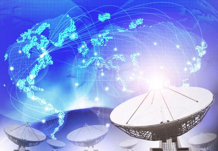 パラボラ アンテナ多目的背景として世界接続技術使用の青をテーマにした背景