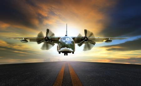 alten Militärbehälterebene Ansatz zur Asphaltlandebahnen verwenden für Luft- und Frachtverkehr Logistikbranche