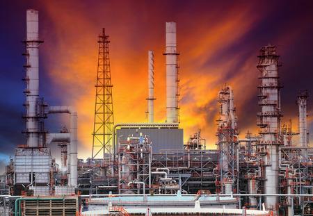 industria petroquimica: estructura exterior de la planta de refinería de petróleo en petroquímica planta de la industria