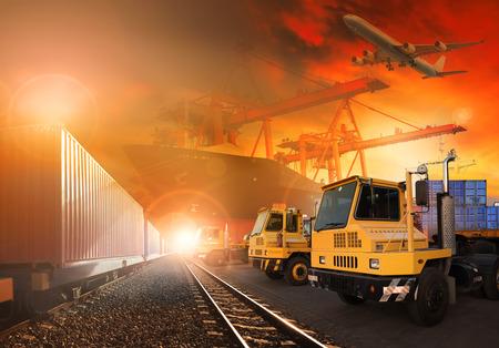 모든 운송 및 배달 물류에 대한 사용 위의 비행 포트화물 비행기 기차와 토지 물류의 트럭과 배