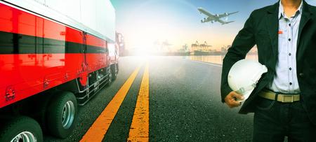 作業員、インポートでトラック輸送船ポート港をエクスポートおよび貨物貨物飛行機が上空を飛んでいます。 写真素材