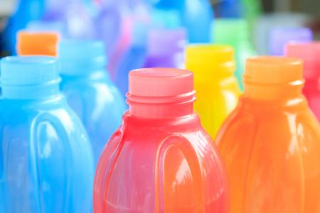 plastik: bunte Plastikflasche