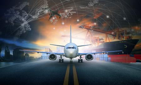 transport: schip geladen container import - export pier en luchtvracht vliegtuig benadering gebruikt luchthaven voor transport en vrachtvervoer logistieke zakelijke industrie achtergrond