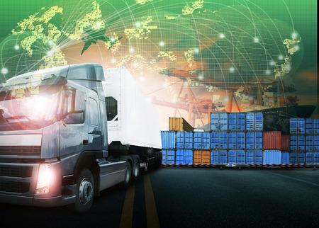 コンテナー トラックで輸送ポートおよび貨物の貨物機の出荷、輸出入商業物流