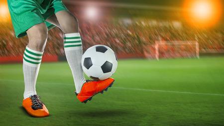 I giocatori di calcio di calcio in campo sportivo stadio contro ventilatore fan sul sedile stadio Archivio Fotografico - 81423963