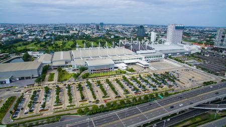 バンナー通り郊外バンコク タイのコンベンション ホールの航空写真 写真素材