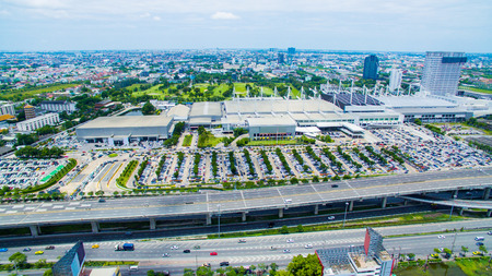 Luchtfoto van convention hall in bangna weg buitenwijk bangkok thailand