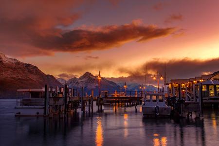beautiful sunset sky of port of lake wakatipu south land new zealand Foto de archivo