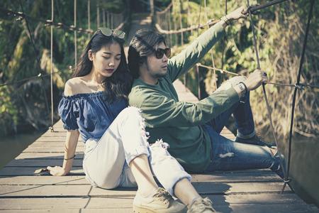 Koppels van Aziatische jongere man en vrouw vormen voor fotografie op locatie bioscoop kleurproces Stockfoto