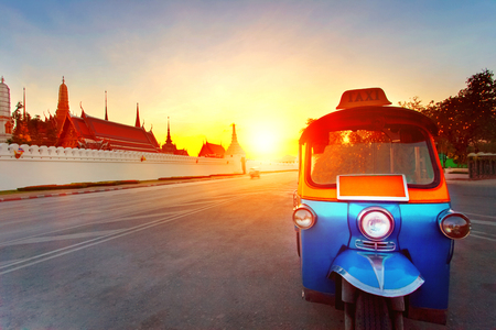 tuk tuk and sun set sky at grand palace most popular traveling destination in bangkok thailand Stok Fotoğraf - 84162613