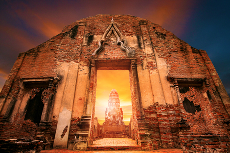 wat ratchaburana temple most popular traveling destination in ayutthaya world heritage site of unesco in thailand 版權商用圖片
