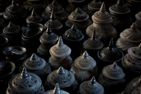 タイスタイルの彫刻粘土ポット 写真素材