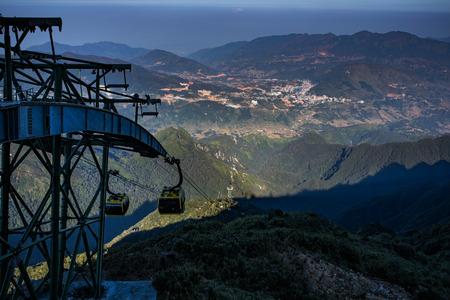 ファンシーパンへのケーブルカーハイキング山ピークサパラオス cai 北ベトナムで最も人気のある旅行先