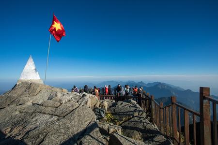 サパ ベトナム - NOV4、2017: ファンシーパン山山最高山ピークのインドシナ サパ ベトナムの北の上の観光施設数が多い