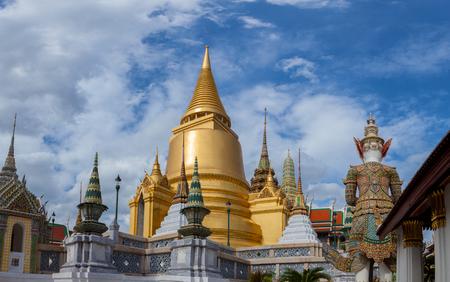 王宮の金のパゴダ ワット・プラ・ kaew バンコクタイ