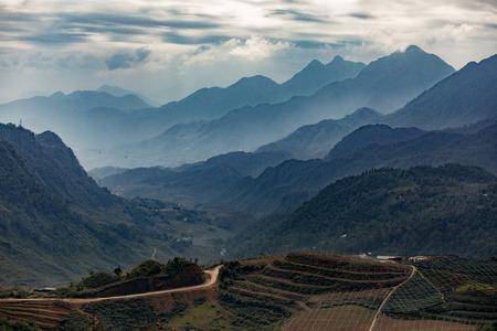 最も人気のある旅行先でサパの山脈の美しい景観のベトナム北部 写真素材