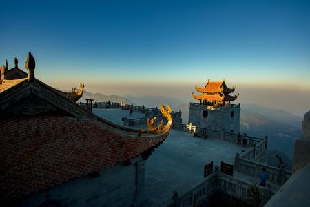 ファンシーパン山最も高い山のピークのインドシナ サパの lao cai 北ベトナムの最も人気のある旅行先の