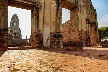 wat ratchaburana temple most popular traveling destination in ayutthaya in thailand Фото со стока - 93398806