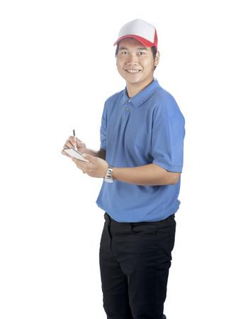 portret van Aziatische jongere levering man met slimme telefoon in de hand geïsoleerd witte achtergrond Stockfoto