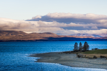 青垣のプカキ湖の美しい風光明媚な - マウントクック国立公園