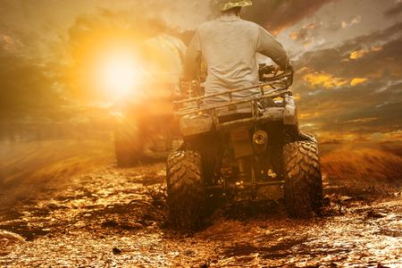 man riding atv through mud terrain field 版權商用圖片 - 96528776