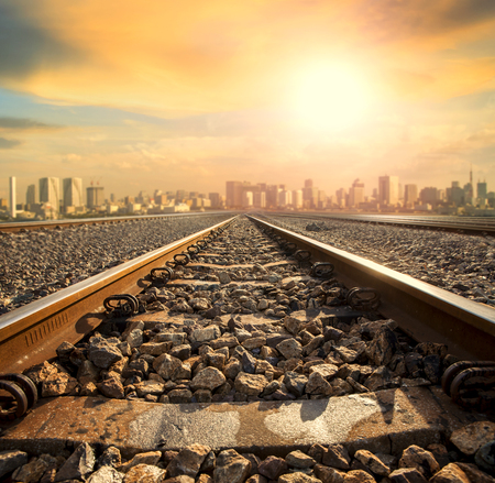 perspective of railway track forward to building in city Stockfoto