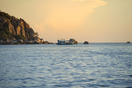 scuba diving boat sailing to night dive destination around koh tao most popular traveling destination in southern of thailand 版權商用圖片