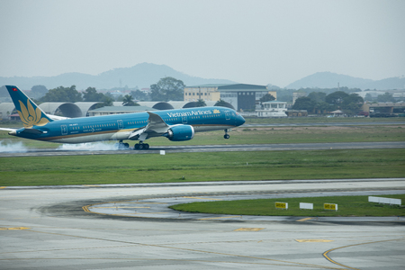 HANOI VIETNAM - NOV7,2017 : vietnam airline plane touching down on noi bai international airport in hanoi city vietnam Редакционное